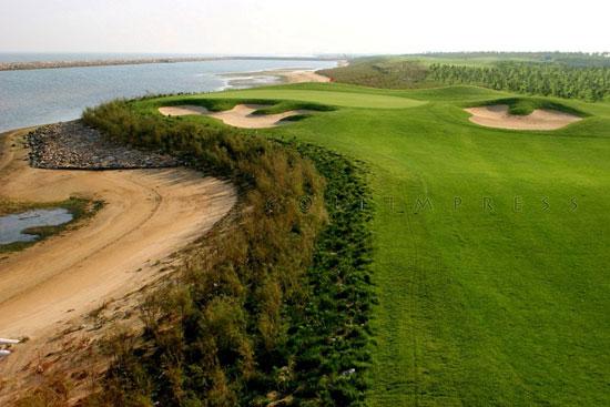 图文-南山国际高尔夫球场独特的海边景观