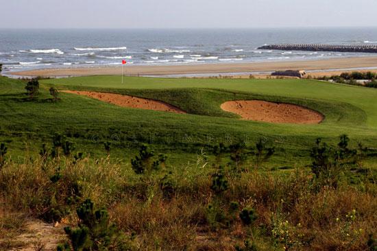 图文-南山国际高尔夫球场挥杆清滩海风徐徐