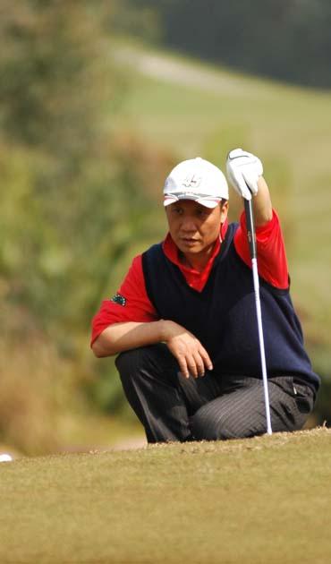 图文-2007中国业巡赛揭幕嘉宾果领认真看线