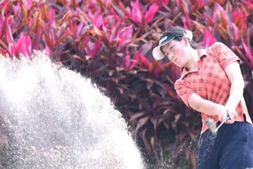 图文-美的女子精英赛第一轮曹翠梅掀起一阵沙暴
