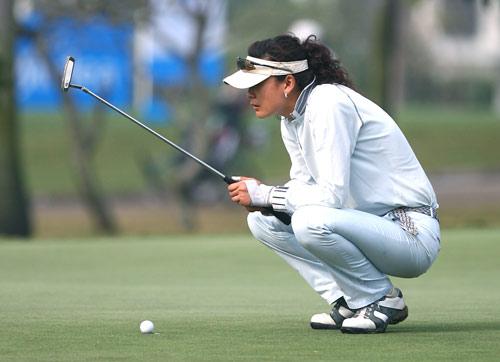 图文-美的女子精英赛第一轮魏俊萍射下一只老鹰