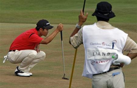 图文-新加坡名人赛决赛轮果岭看线不马虎