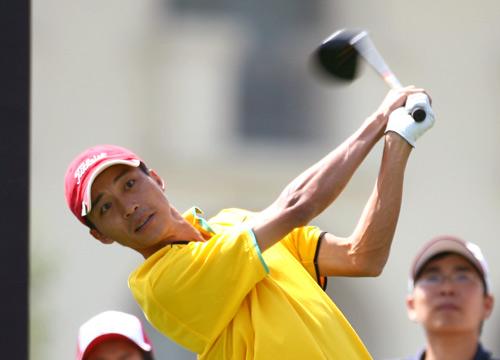 图文-索菲特锦标赛决赛轮广州球员陈雨开球