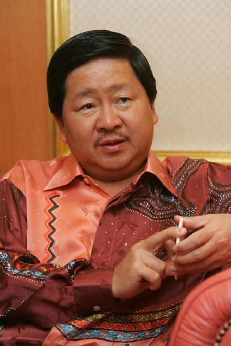 图文-精品名人赛马来西亚旅游部副部长拿督林祥才