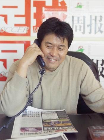 足球名帅作客新浪网 迟尚斌钟情 足球周报