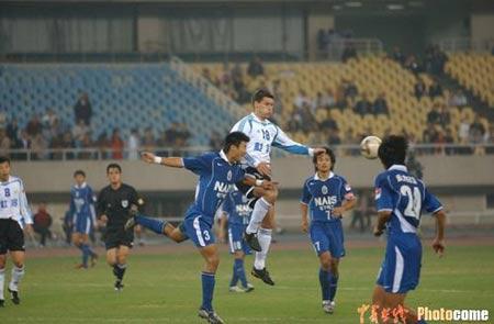 图文-[中超]上海国际4-0实德场上热闹观众席冷清