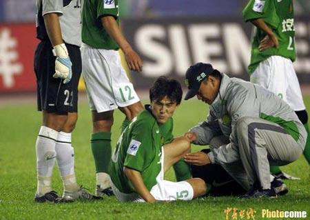 北京现代1-1憾平山东鲁能郝伟比赛中受伤