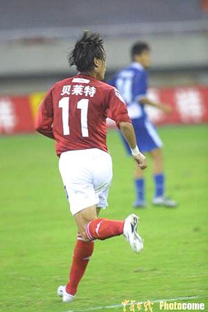 图文-上海国际1-0胜青岛曲波复出比赛