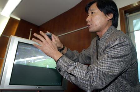 图文-金德不满裁判向足协申诉刘宏一时无法平静