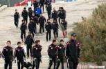 图文-青岛保级形势严峻代理教练王维满带队训练