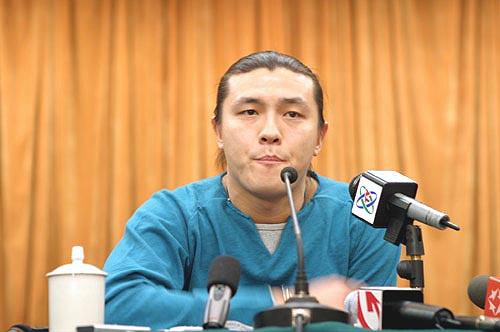 图文-张玉宁举行媒体见面会回忆往事不堪回首