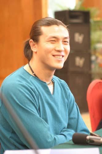 图文-张玉宁举行媒体见面会以前的日子很美好
