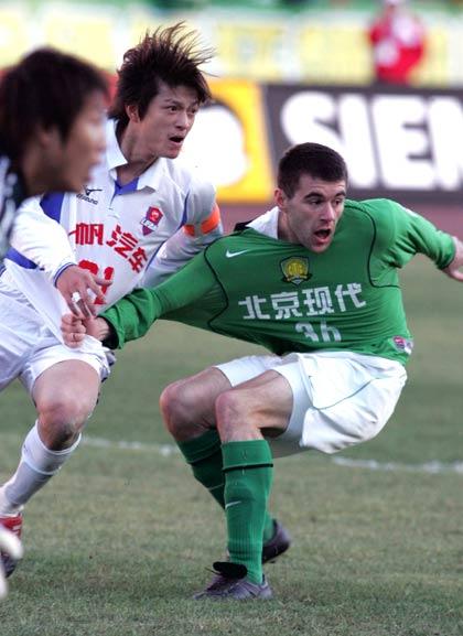 图文-北京现代4-1重庆力帆耶利奇巧练太极功夫
