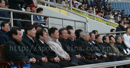 图文-[A3]浦项制铁VS横滨中日韩首脑人物到场