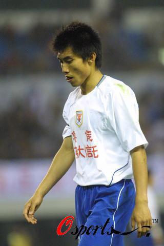 图文-[中超]上海中邦0-1负山东鲁能郑智略显疲惫