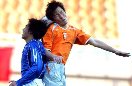 图文-青岛中能0-0健力宝周挺拼尽全力仍难建功