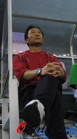 图文-[中超]上海国际0-2北京现代沈帅场边观战
