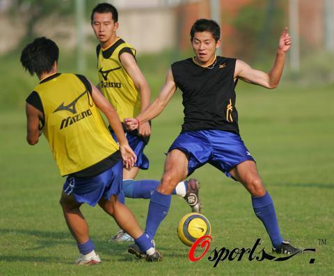 图文-武汉黄鹤楼备战中超联赛队员训练积极主动