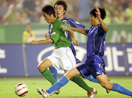 图文-[中超]北京3-1四川王鹏为四川队扳回一球