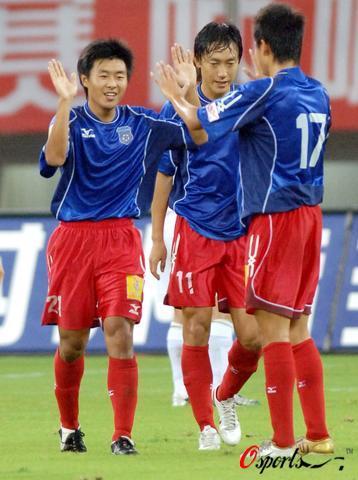 图文-[中超]国际0-2青岛姜宁为青岛队首开纪录