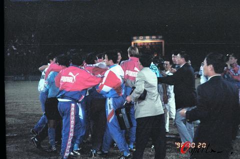 图文-大连足球12年8冠经典瞬间定格96年夺冠一瞬
