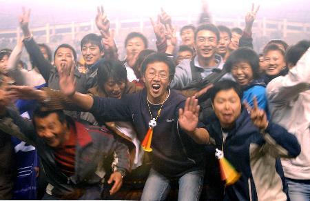 图文-大连足球12年8冠经典瞬间激情球迷快乐无比