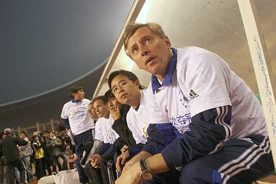 图文-大连足球12年8冠经典瞬间提前穿上八星战袍