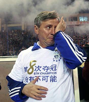 图文-大连足球12年8冠经典瞬间福拉多哭得像孩子