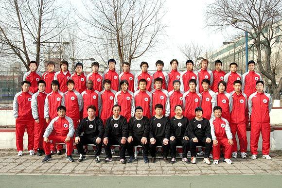 图文-2006中超各队全家福辽宁中誉全家福