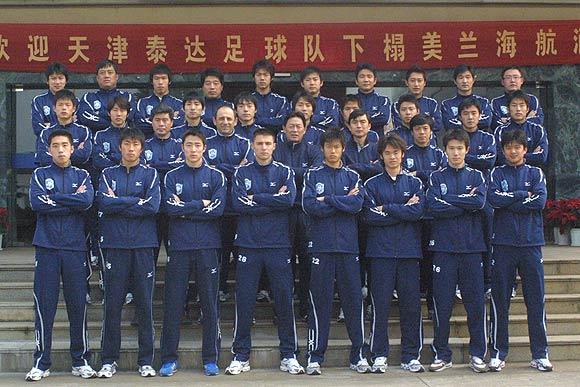 图文-2006中超各队全家福天津康师傅全家福