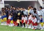 图文-[中超]西安国际VS上海联城双方队员摩拳擦掌