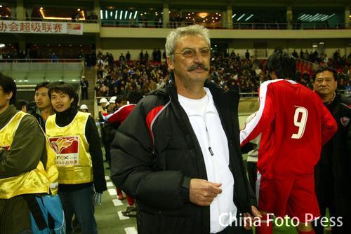 图文-上海德比申花0-0联城卡洛斯难掩心中得意