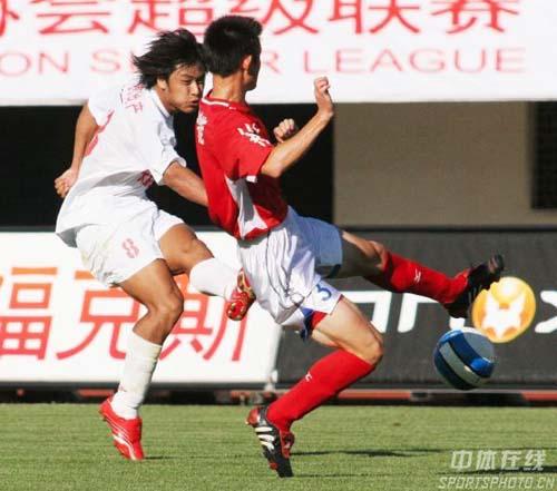 图文-[中超]长春2-1胜青岛杜震宇不放过任何机会