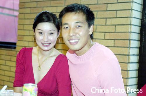 图文-胡兆军为爱子过百日张亚林女友首次亮相