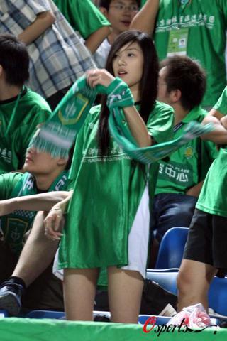 图文-[中超]北京VS西安御林军美女球迷轻装上阵