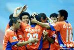 图文-[中超]西安0-2负山东10连胜夺冠成定局
