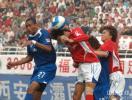 图文-[中超]蓝狮2-0国际完美复仇 维森特争顶角球