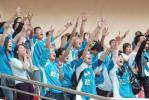 图文-上海申花1-1大连实德大连球迷动作整齐划一