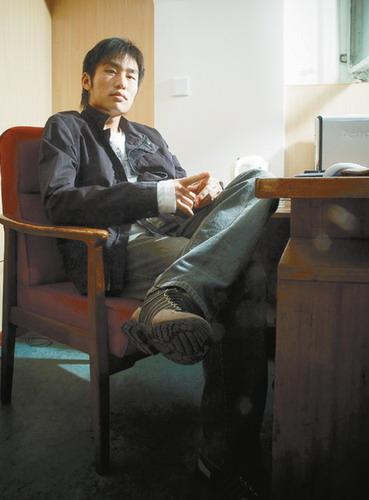 图文-李本舰自家书房拍写真温暖的家里一样摆酷