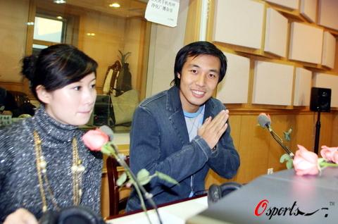 图文-张亚林携明星女友畅谈爱情洋溢幸福表情