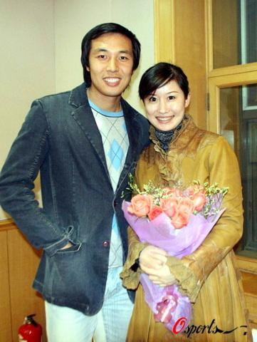图文-张亚林携明星女友畅谈爱情幸福在微笑中尽显