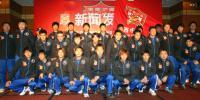 图文-2007中超联赛即将开战陕西宝荣新赛季全家福