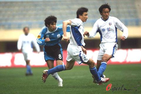图文-[中超]大连实德VS上海申花威峰组合重现赛场