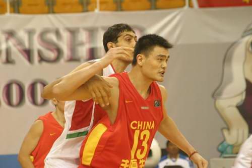 中国男篮沉睡两节终爆发姚明29分取亚锦赛开门红