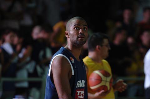 法国NBA四星合砍47分中国队坐观小组对手遭痛击
