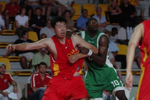 中国队4分险胜世锦赛鱼腩对手郅联双塔各取两双