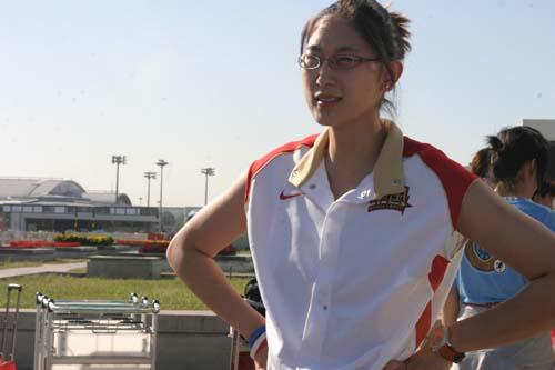 图文-[世锦赛]中国女篮返回北京隋菲菲眺望远方