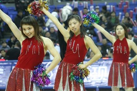 图文-篮球宝贝助兴中韩对抗赛性感宝贝剑指长空