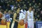 图文-中韩对抗赛再决三分王申基成泰然自若