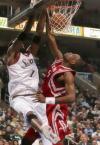 图文-[NBA]火箭118-95胜76人木桶伯遭对手狂扣